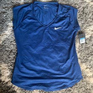 NWT Nike top 💙💙💙